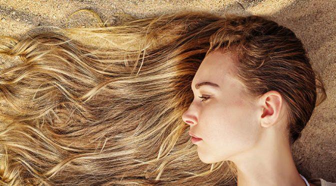 ¿Harto de cortar por lo sano? Protege tu cabello en verano de manera natural