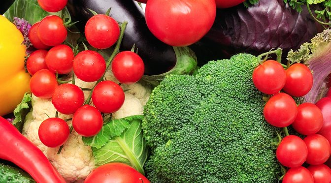 ¿Cuáles son los beneficios de consumir alimentos crudos?