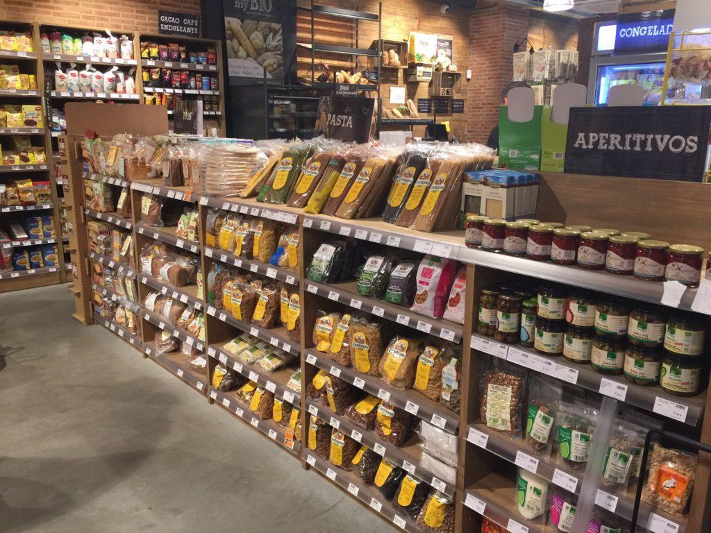 El interior del supermercado ecológico Oh!MyBio, en León.