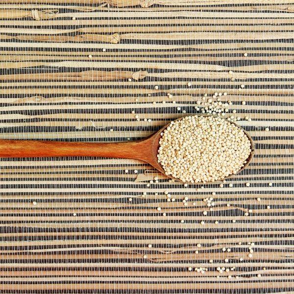 La quinoa ecológica es un superalimento gracias a su alto contenido en nutrientes