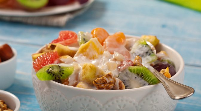 macedonia ecológica con yogur y avena
